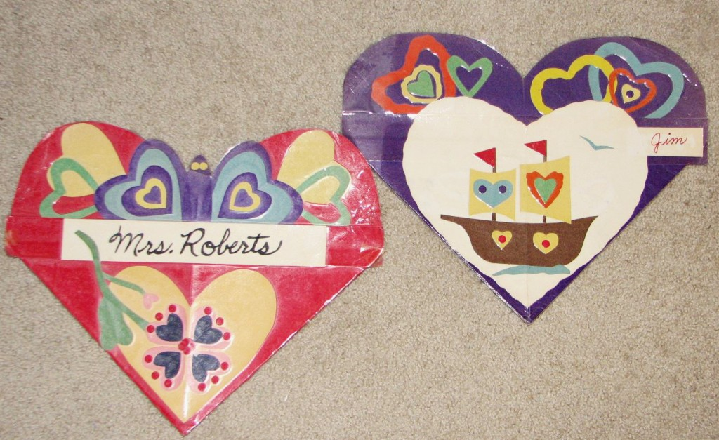 2 decorated paper heart valentines day pockets