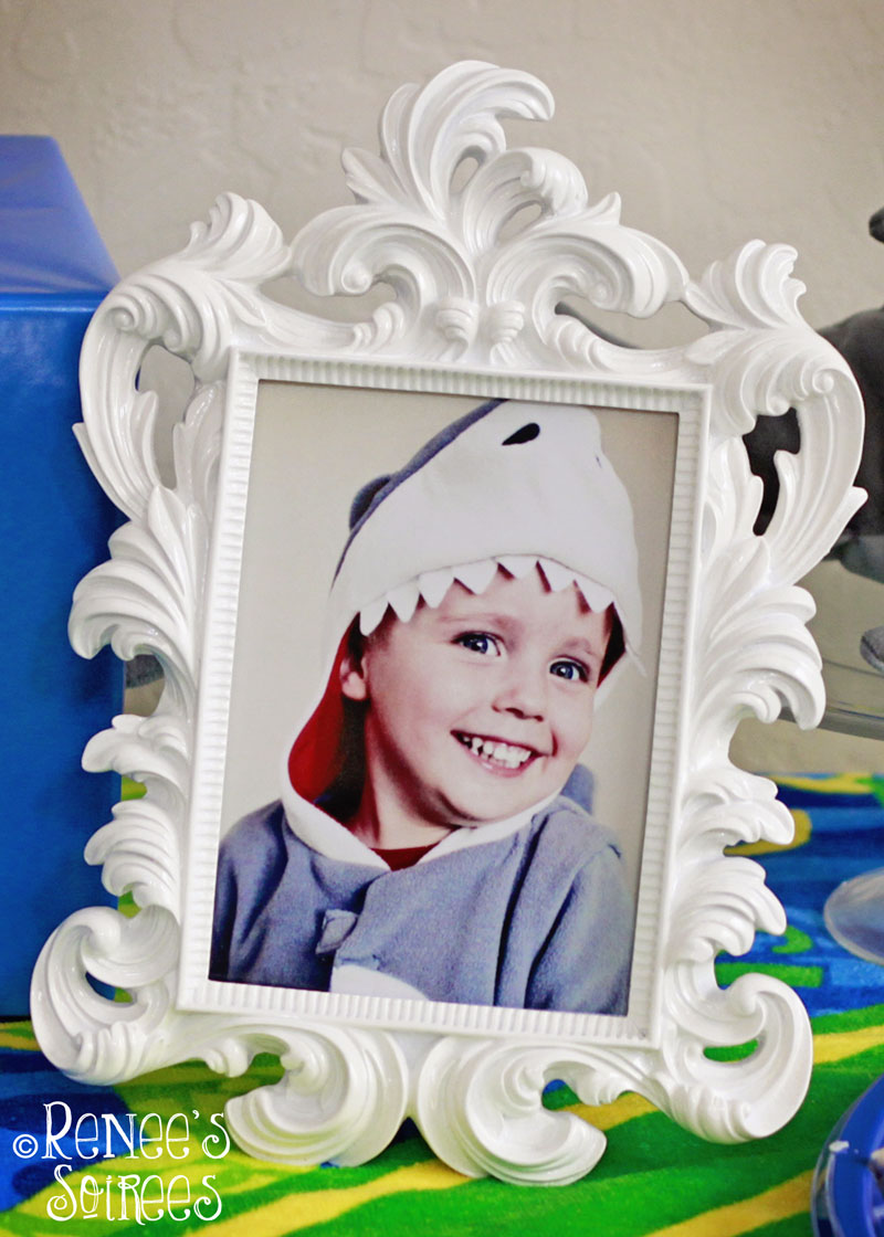 shark-party-photo-frame